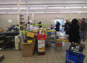 Movimento baixo em mercado no bairro de Gorla, em Milão (Itália)