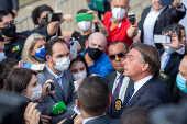 Jair Bolsonaro discute com jornalista durante entrevista em evento em Sorocaba