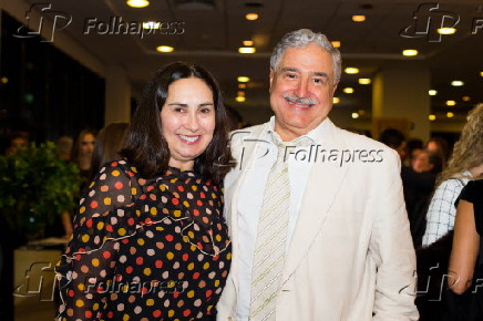 Claudia Bork Saad e João Carlos Saad no sessão da peça
