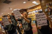 Protesto de demitidos da Fnac, no Conjunto Nacional