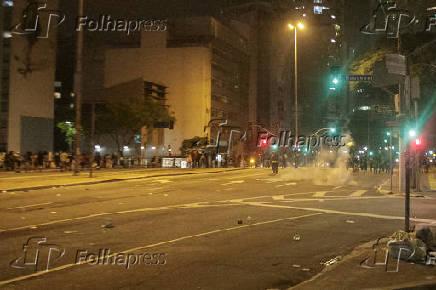 Protesto contra Jair Bolsonaro termina com bombas na rua da Consolação (SP)