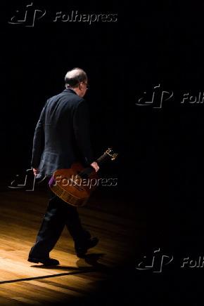 Música: o cantor João Gilberto