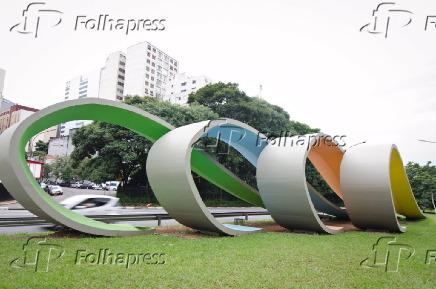 Artes Plásticas: escultura da artista