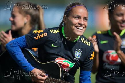 627323be75 Folhapress - Fotos - Treino da seleção brasileira feminina olímpica ...