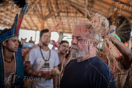Lula é benzido por caciquedatribo Pankararu