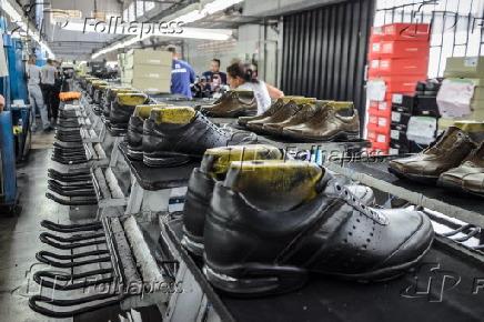 b1400888bdfce Folhapress - Fotos - Fábrica de calçados em Franca/SP