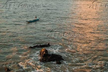 Pescador em praia do Morro de São Paulo, na Ilha de Tinharé, na cidade de Cairu (BA)