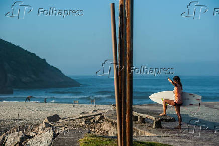 Surfista no Canto do Recreio