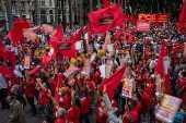 Manifestantes durante protesto no Dia do Trabalho