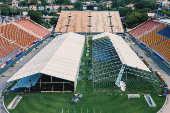 Hospital de campanha é construído no estádio do Pacaembu