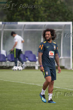 Marcelo durante treino da seleção brasileira