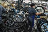 Linha de produção de bicicletas da Caloi Norte S.A