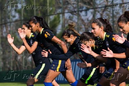 7e23b4bb12 Folhapress - Fotos - Marta no treino da seleção brasileira feminina ...