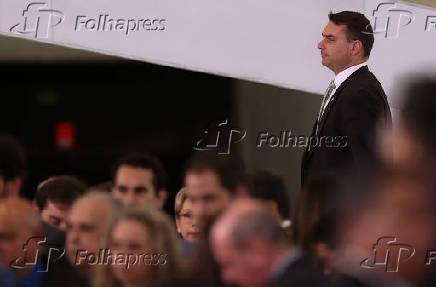 Senador Flávio Bolsonaro (RJ) chega para solenidade no Palácio do Planalto (DF)