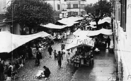 Vista de feira livre no bairro da Vila Mariana, em São Paulo (1957)
