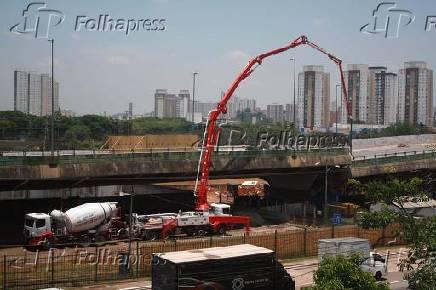 Obras no viaduto que cedeu na marginal Pinheiro (SP)
