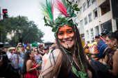 Atriz Alessandra Negrini durante desfile do bloco Acadêmicos do Baixo Augusta