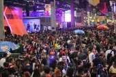 Público se aglomera em corredor da CCXP, em São Paulo