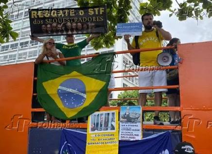 Apoiadores de Daniel Silveira pedem sua libertação em ato na zona sul do Rio