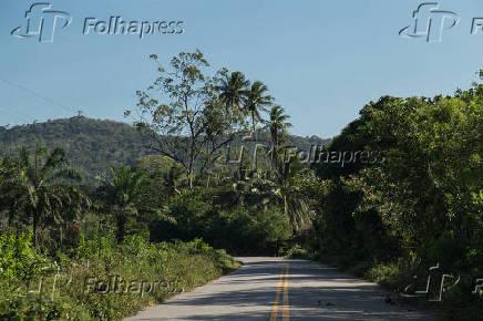 Rodovia  BA-880 na região do distrito de Santiago do Iguape, em Cachoeira