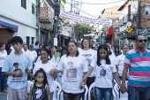 Parentes e amigos de vítimas em ato ecumênico em homenagem aos nove mortos em baile funk em Paraisópolis, em SP