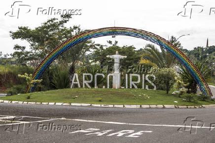 Portal de entrada do município de Arco-Íris - SP