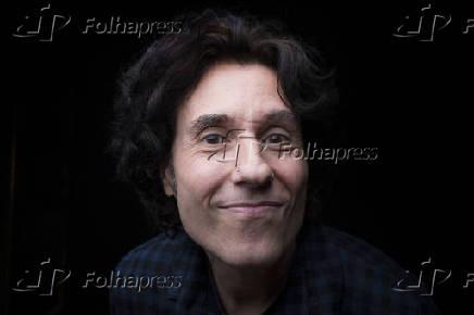 Retrato de Dinho Ouro Preto, vocalista do Capital Inicial