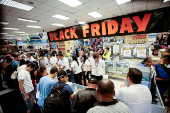 Consumidores aproveitam ofertas da Black Friday