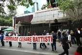 Manifestação a favor do italiano Cesare Battisti em São Paulo