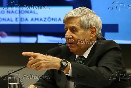 O ministro Augusto Heleno em audiência na Câmara