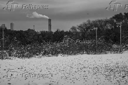 Chaminés da usina termoelétrica Valley, em Milwaukee, nos Estados Unidos