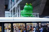 Fiesp substitui pato inflável por sapo em sede em São Paulo