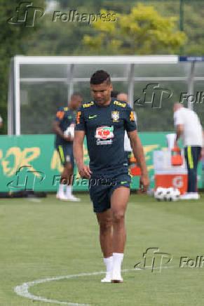Casemiro durante treino da seleção brasileira