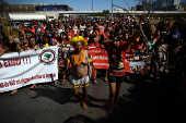 Mulheres indígenas participam de marcha em Brasília