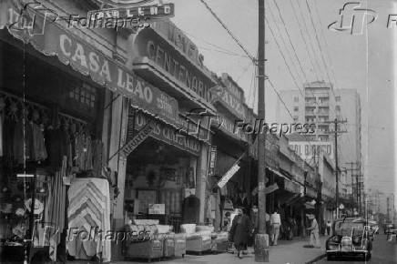 Comércio no bairro do Brás em São Paulo (1956)