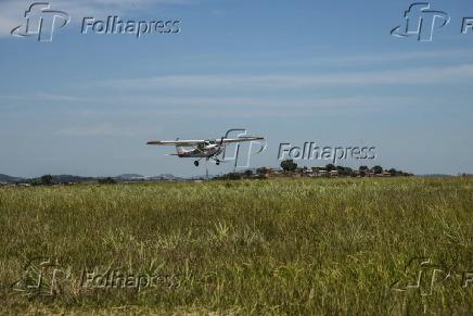 Avião bimotor