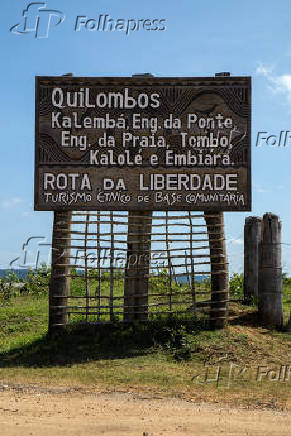 Placa com nomes de quilombos em zona rural do distrito de Santiago do Iguape