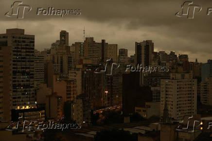 Bairro de Santa Cecília e o Minhocão, na região central de São Paulo, por volta das 16h
