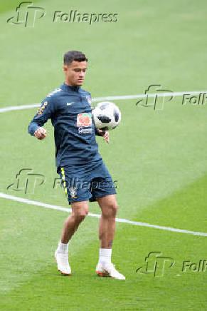 Philippe Coutinho durante treino da seleção brasileira