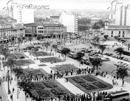 Vista da praça Clóvis Bevilacqua no