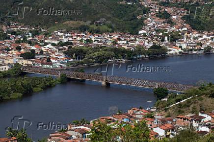 Vista da ponte rodoferroviária Imperial Dom Pedro II, que liga as cidades de Cachoeira e São Félix