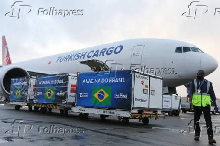 Chegada de insumo para produção da vacina Coronavac, em Guarulhos (SP)